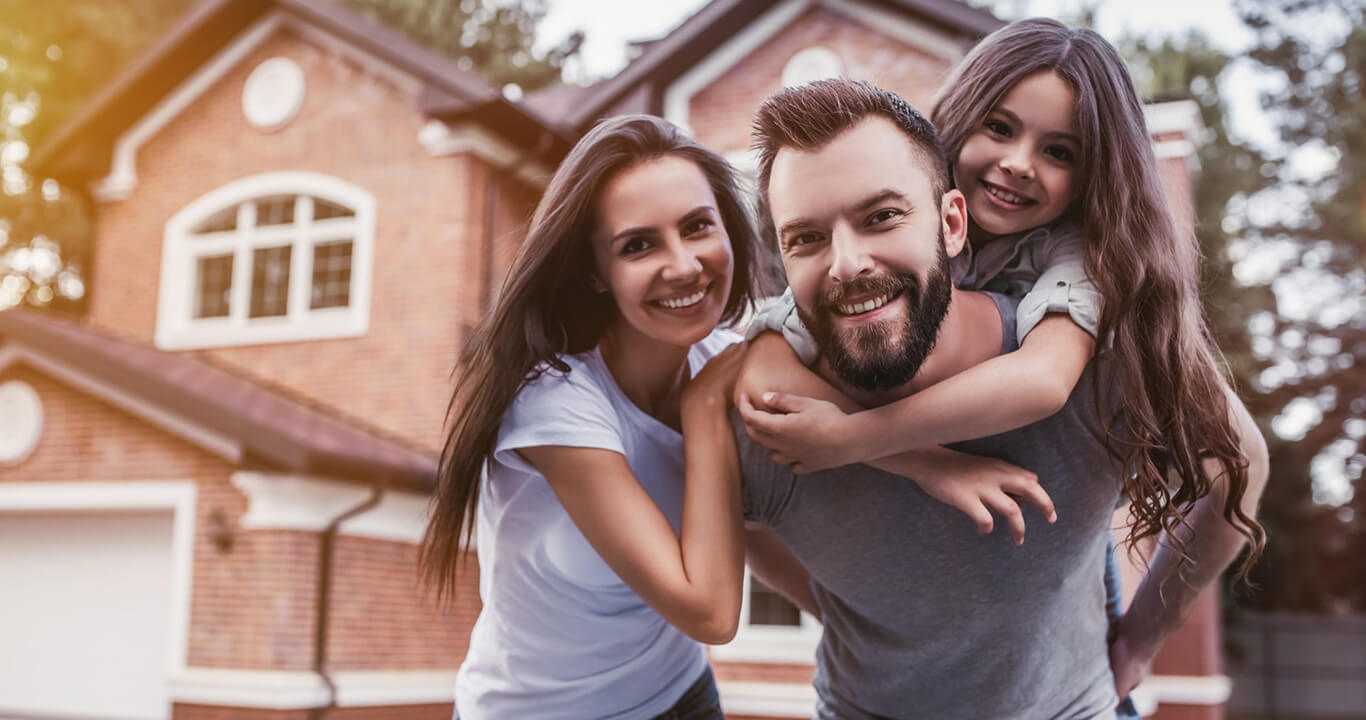 happy-family-homeowners-insurance